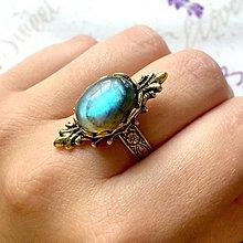 Prstene - Antique Gold Barroco Labradorite Ring / Prsteň s labradoritom v starozlatom /0117 - 9760066_