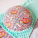Textil - gulatý vankúšik zasnívané líšky - 9761455_