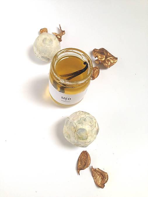 Med s vanilkovým luskom