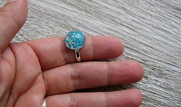 Prstene - Živicový prsteň s kvietkami (tyrkysové kvietky č. 2225) - 9761868_