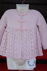 Háčkovaný dievčenský kabátik