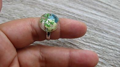 Prstene - Živicový prsteň s kvietkami (zelený,tyrkysový a žltý kvietok č. 2235) - 9762855_