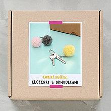 Návody a literatúra - Kľúčenky s brmbolcami - tvorivý balíček s návodom - 9767289_