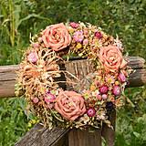 Dekorácie - Veľký prírodný veniec s ružami - 9764650_