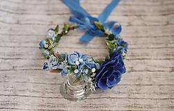 Ozdoby do vlasov - Modrý kvetinový venček s dominatnou ružou z kolekcie pre Lydiu Eckhardt - 9769874_
