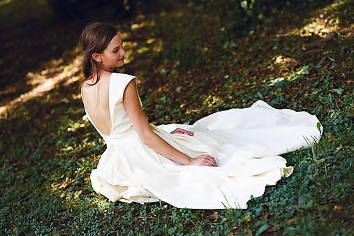 Šaty z ľanového plátna