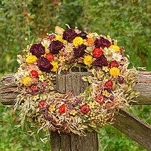 Dekorácie - Prírodný veniec so sušenými ružami - 9770622_