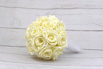 Kytice pre nevestu - Saténová kytica svadobná smotanová ruže + pierko - 9768928_