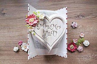 Dekorácie - Mr & Mrs (zdobená papierovými kvetmi) - 9773116_
