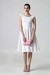 Šaty s kruhovou sukňou biele