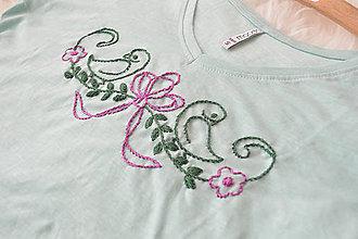 Tričká - ručne vyšívané tričko - 9775849_