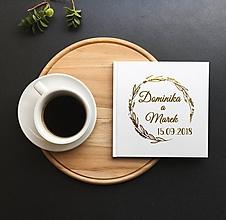 Papiernictvo - Svadobná kniha hostí Meadow s menami, zlaté písmo - 9774087_