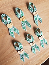 Pierka - pierka so zelenými štvorlístkami a dreveným srdiečkom - 9778370_