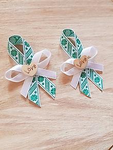 Pierka - pierka so zelenými štvorlístkami a dreveným srdiečkom pre rodičov, svedkov - 9778389_