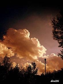 Fotografie - Zmráka sa, stmieva sa, k noci sa chýli... - 9778935_