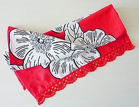 Úžitkový textil - Utierka so šípovými ružami a háčkovanou krajkou - 9778412_