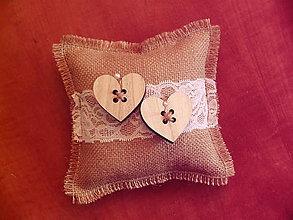 Prstene - Vintage vankúšik so srdiečkami s jutou - 9778533_