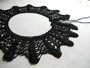 Náhrdelníky - Háčkovaný Golier Čierny padavý (veľký) - 9780467_