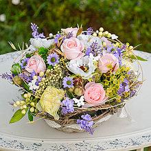 Dekorácie - Romantický košík s ružami - 9779802_