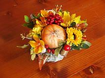 Dekorácie - Jesenný košík so slnečnicou, cibuľou a lienkou - 9780348_