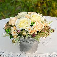 Dekorácie - Krémová dekorácia na stôl - 9784106_