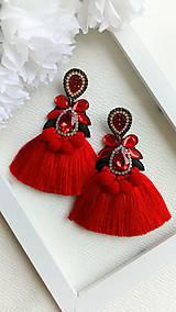 Náušnice - Červené náušnice s hodvábnymi strapcami - 9781710_