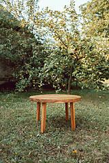 Nábytok - Kruhový konferenčný stolík s drevenými nožičkami - 9782777_