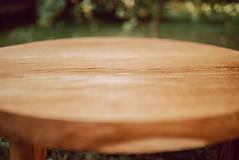 Nábytok - Kruhový konferenčný stolík s drevenými nožičkami - 9782790_