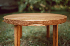Nábytok - Kruhový konferenčný stolík s drevenými nožičkami - 9782794_
