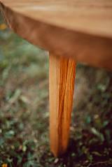 Nábytok - Kruhový konferenčný stolík s drevenými nožičkami - 9782795_