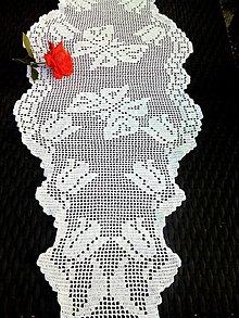 Úžitkový textil - Háčkovaný behúň-motýle a tulipány - 9786303_