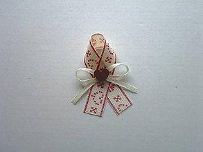 """Pierka - folklórne pierko krémovo-červené """"vyšívané"""" s dreveným srdiečkom - 9784210_"""