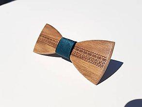 Doplnky - Gravírovaný drevený motýlik - 9785356_