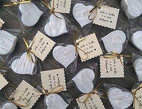 Darčeky pre svadobčanov - Svadobná plávajúca sviečka - biele jazmínové srdiečko - 9785124_