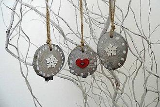 Dekorácie - Drevené vianočné ozdoby -strieborné - 9785152_