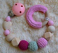 Hračky - Drevené hryzátko srdiečko (Ružovo zelená) - 9785531_