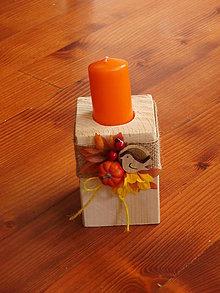 Svietidlá a sviečky - Drevený jesenný svietnik s jutou a vtáčikom a sviečkou 11cm - 9784462_