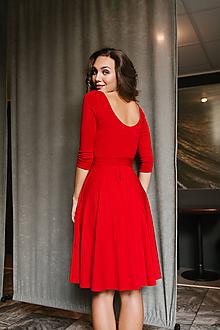Šaty - Bamboo Osudové šatičky Rozálie červená s výstřihy vepředu i na zádech - 9787403_