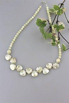 Náhrdelníky - perleť lístky náhrdelník svadobný luxusný - 9786680_