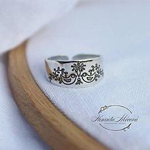 Prstene - strieborný nastaviteľný prsteň - sláviček spívá - 9786559_