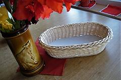Košíky - Pletený košík z pedigu- oválny - 9787847_