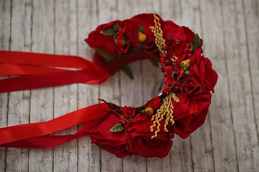 Ľudová kvetinová parta v červenom
