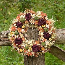 Dekorácie - Prírodný venček so sušenými ružami - 9792715_