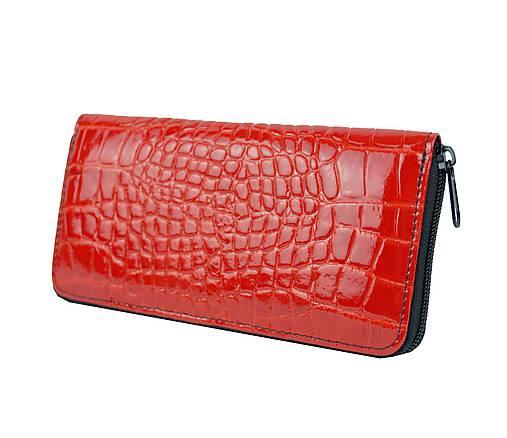 42cd1fb13f Originálna kožená peňaženka so vzorom hadiny v červenej farbe ...