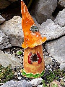 Dekorácie - Záhradný keramický domček s oranžovou strechou - 9792466_