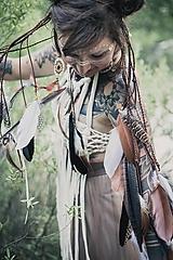 Ozdoby do vlasov - Prírodna hippie čelenka z eko kože a peria - 9791403_