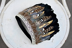 Ozdoby do vlasov - Prírodna bohémska čelenka so zlatým pierkom - 9791582_