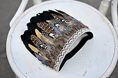 Ozdoby do vlasov - Prírodna bohémska čelenka so zlatým pierkom - 9791583_