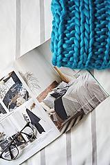 Úžitkový textil - Vlnená pletená deka - azúrová modrá - 9793589_