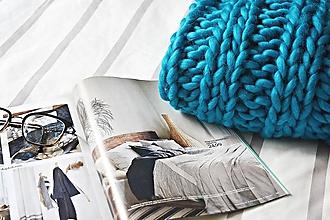 Úžitkový textil - Vlnená pletená deka - azúrová modrá - 9793587_